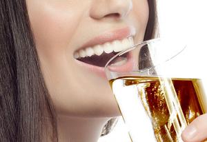 コンブチャは、飲むだけ菌活飲料